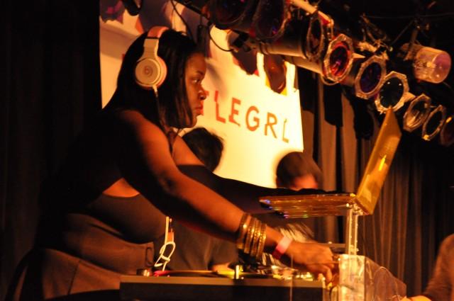 DJ hustleGRL
